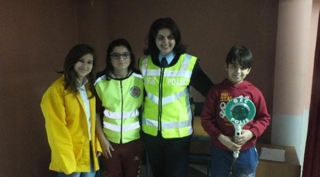 """""""Trafik Dedektifleri Projesi"""" 3 yılda 6 bin 966 çocuğa ulaştı"""