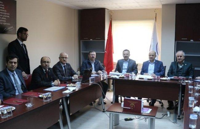 Başbakan Yardımcısı Işık, hastanede incelemeler yaptı