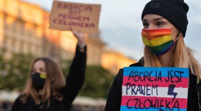 Polonya'da kürtaj yasası daha da katılaştı: Kusurlu fetüsü aldırmak da yasaklandı