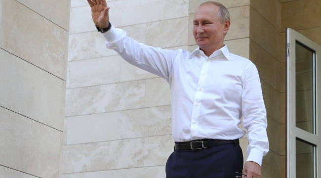 """Rusya Devlet Başkanı Putin: """"İkinci Covid-19 aşısı tescil edildi"""""""
