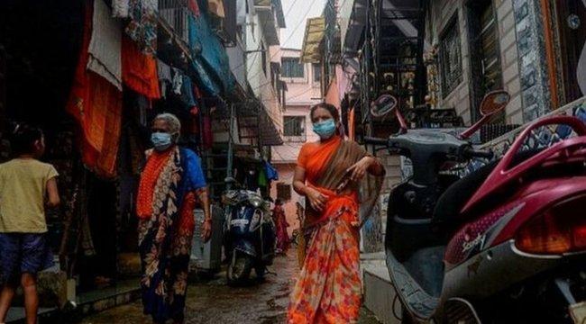 Koronavirüs: Kirlilik ve hijyen sıkıntısı Hindistan halkını daha mı dayanıklı kıldı?
