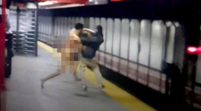 ABD'de metroda çıplak adam krizi! Tartıştığı yolcuyu raylara attı kendisi elektrik akımına kapıldı