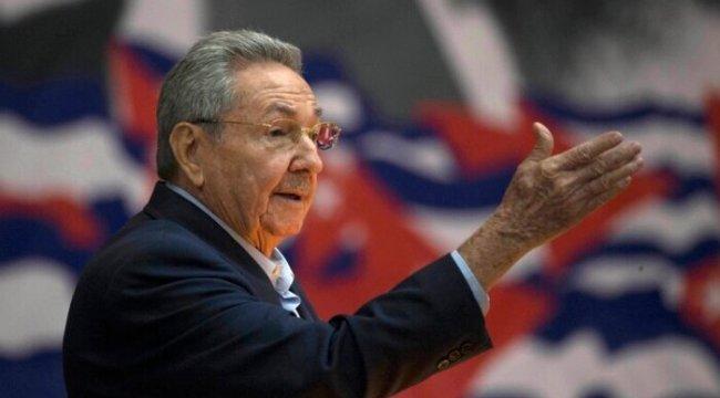 Castro Siyaset Sahnesinden Çekiliyor